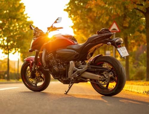Plaques d'immatriculation pour moto : que dit la loi ?
